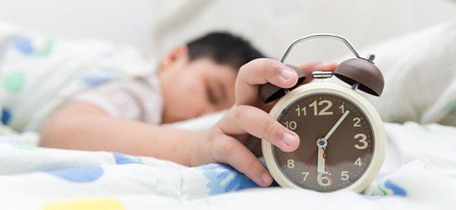 Por que seu filho tem dificuldades para acordar?