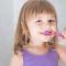 Como ensinar o seu filho a escovar os dentes?