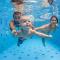 5 motivos para colocar o seu bebê na natação