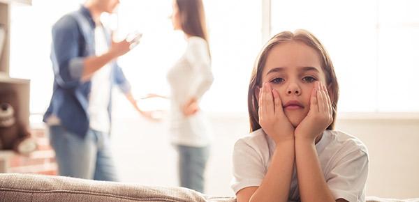 Como as brigas de casal afetam as crianças