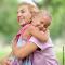 A importância do abraço na educação de seu filho